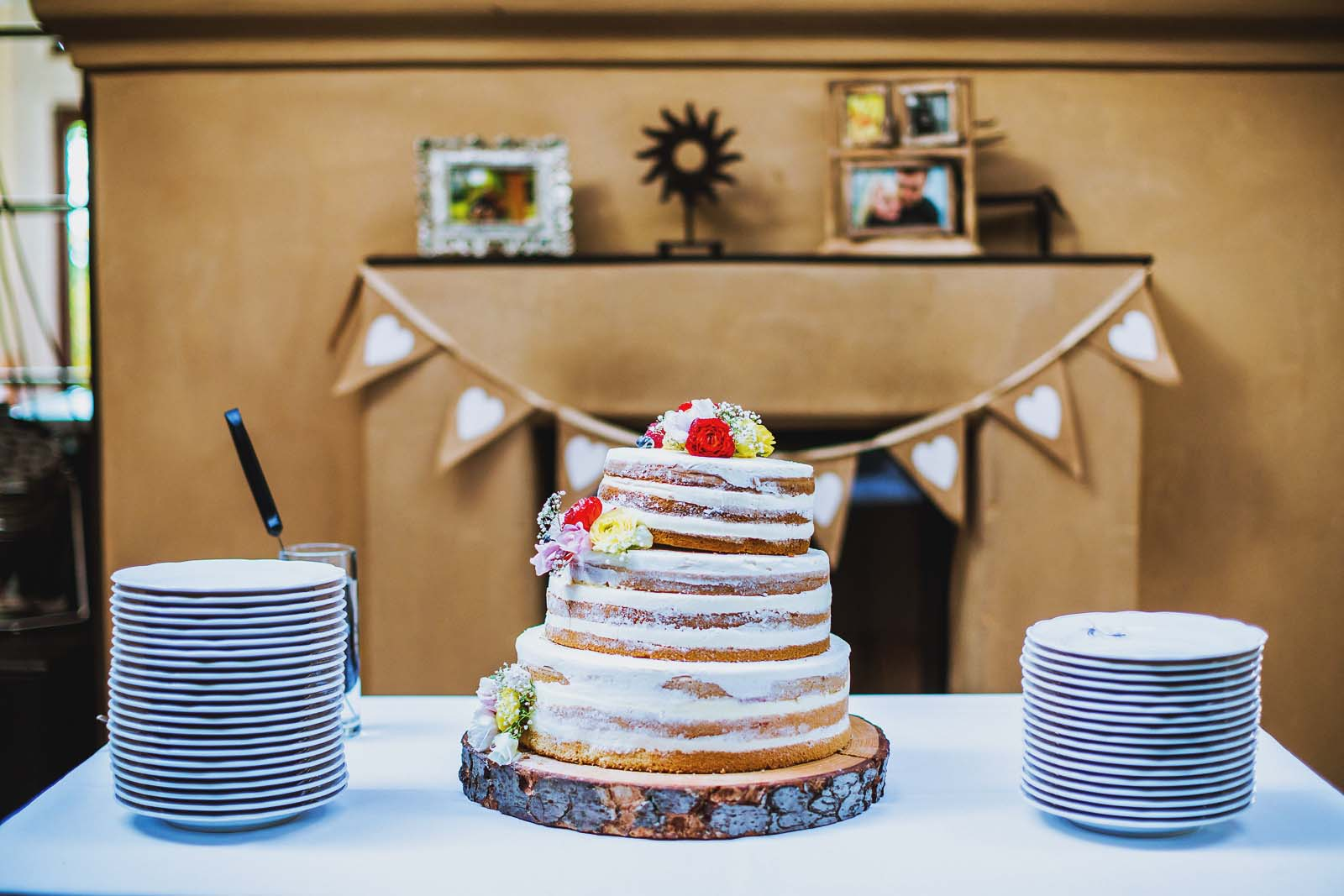 Detail einer Hochzeit Hochzeitstorte Naked Cake Copyright by Hochzeitsfotograf www.berliner-hochzeitsfotografie.de