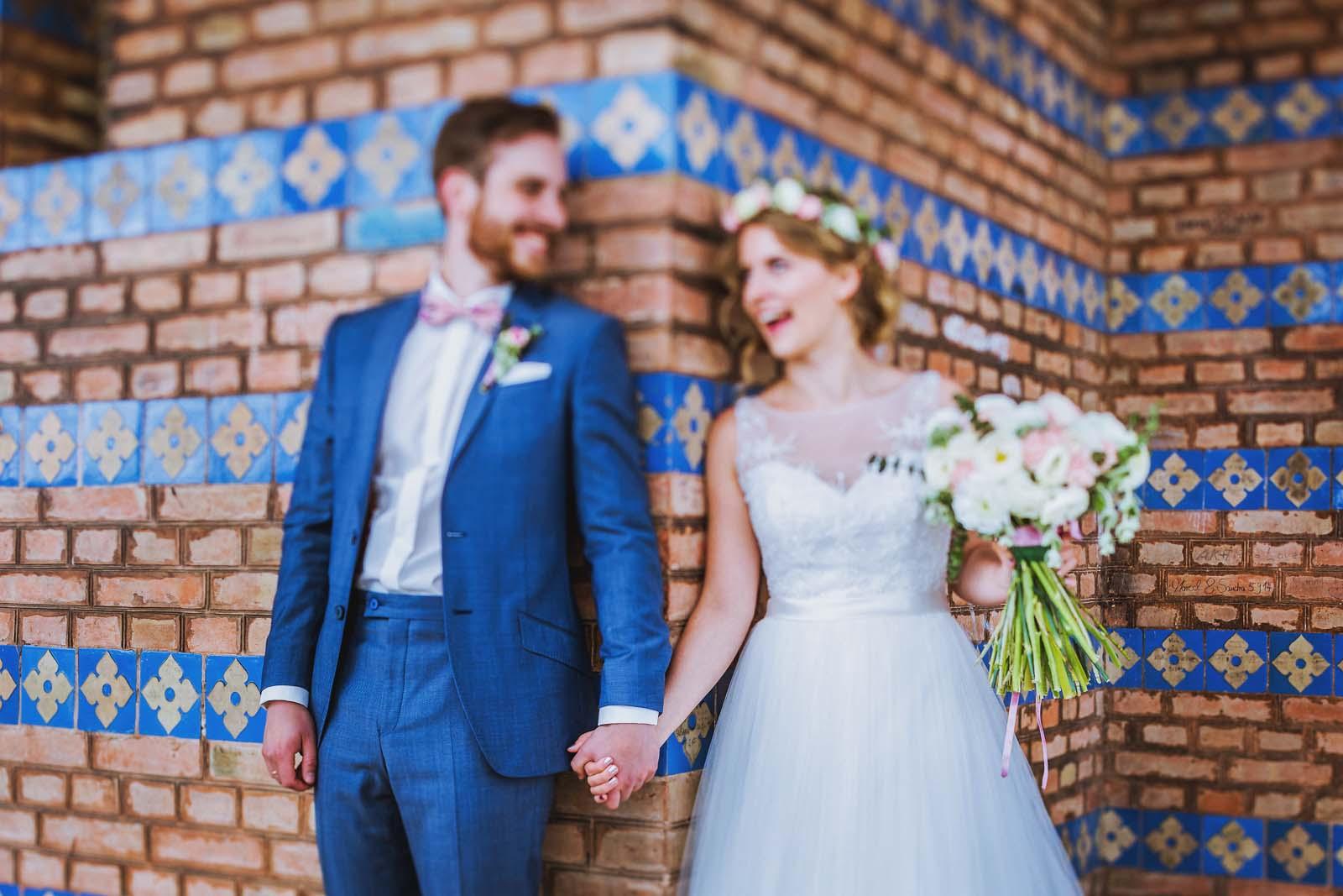 Hochzeitsfotograf Potsdam sieht Details an der Heilandskirche Sacrow Copyright by Hochzeitsfotograf www.berliner-hochzeitsfotografie.de