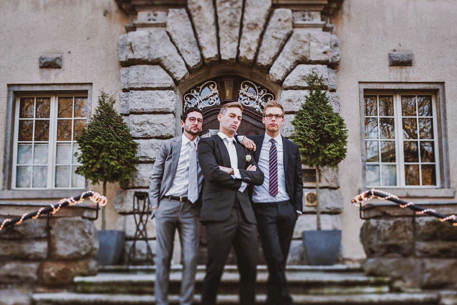 Hochzeit auf Schloss Kartzow Gruppenfoto Copyright by Hochzeitsfotograf www.berliner-hochzeitsfotografie.de