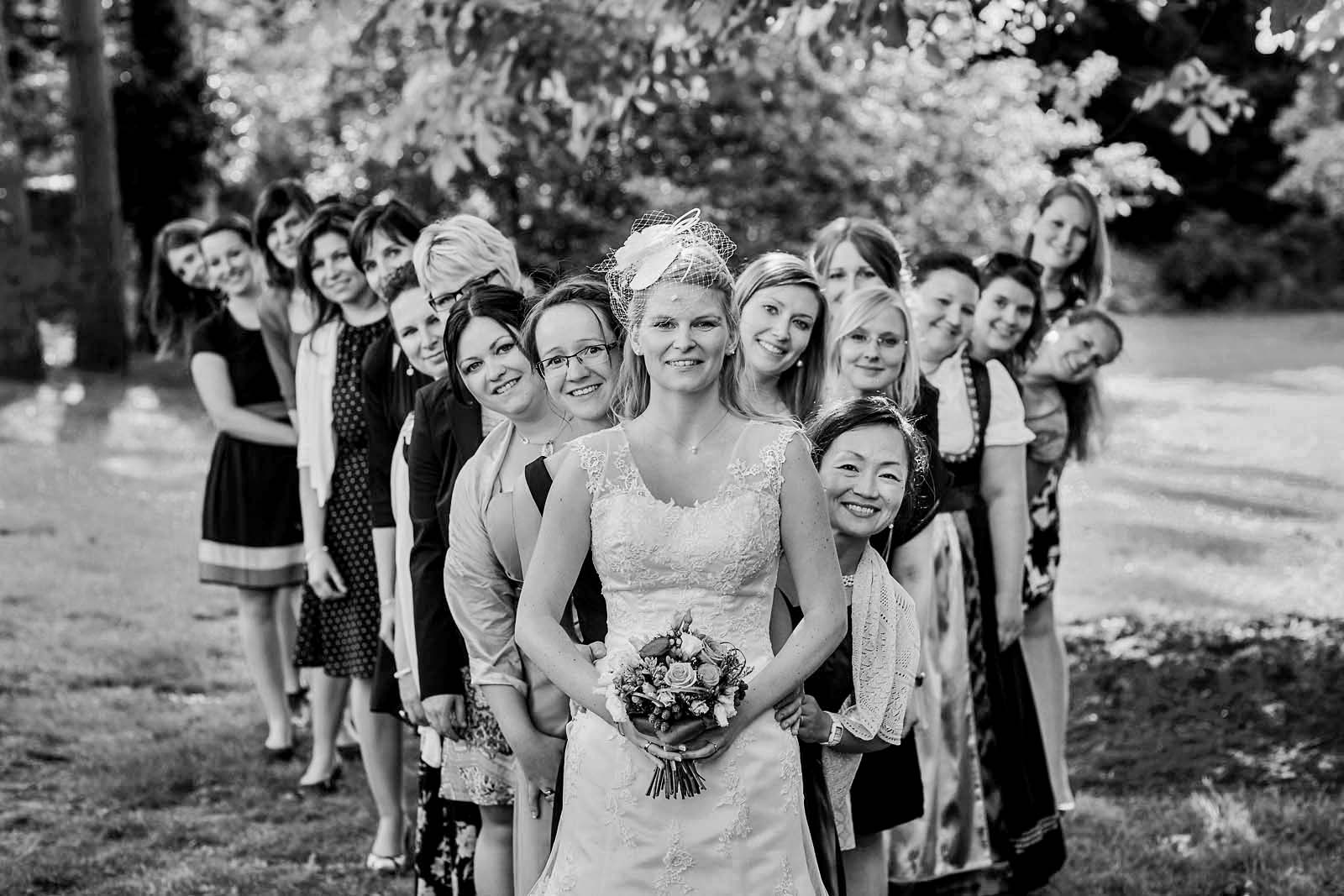 Gruppenfoto vom professionellem Hochzeitsfotograf Copyright by Hochzeitsfotograf www.berliner-hochzeitsfotografie.de