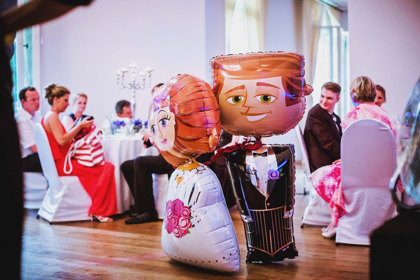 Braut und Braeutigam als Luftballons Hochzeitsfotograf Berlin Copyright by Hochzeitsfotograf www.berliner-hochzeitsfotografie.de