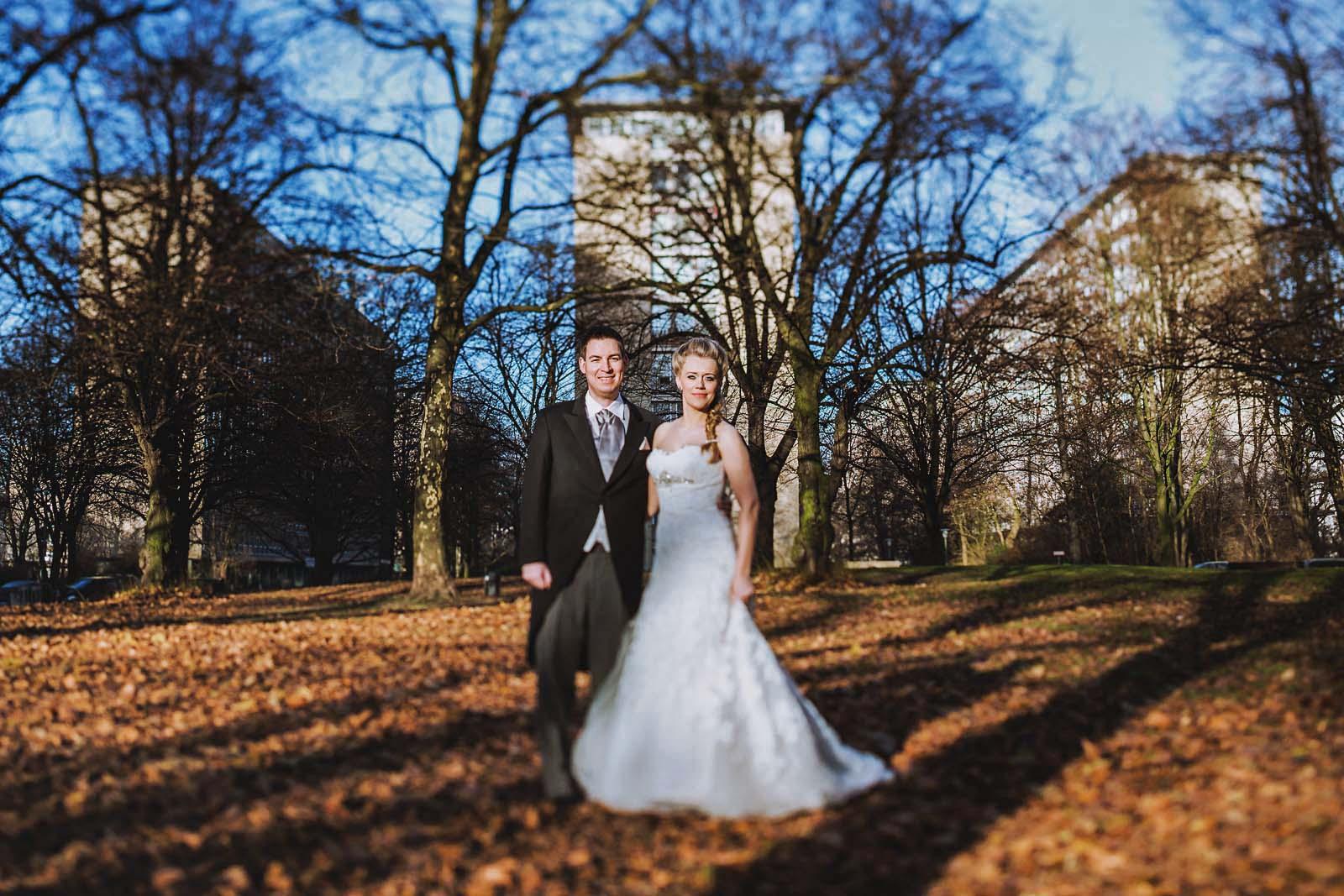 Hochzeitsfotograf fotografiert ein Brautpaar in Hamburg Copyright by Hochzeitsfotograf www.berliner-hochzeitsfotografie.de
