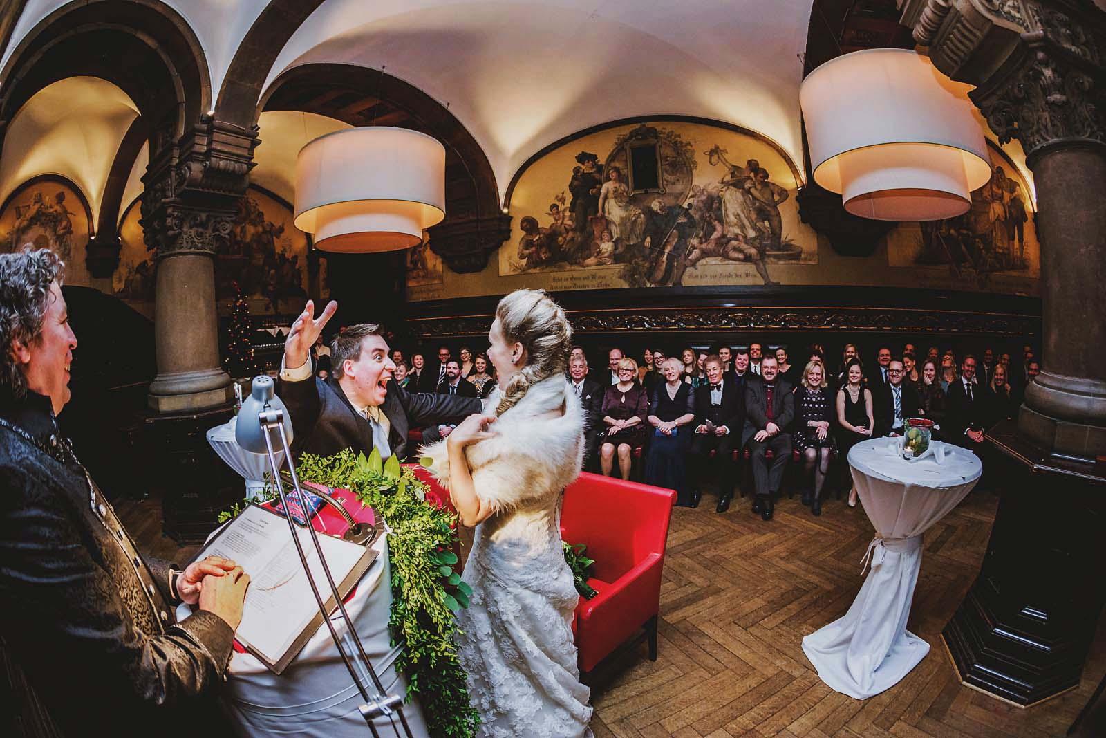 Hochzeitsreportage im Parlament Raum Remter Hamburg Copyright by Hochzeitsfotograf www.berliner-hochzeitsfotografie.de