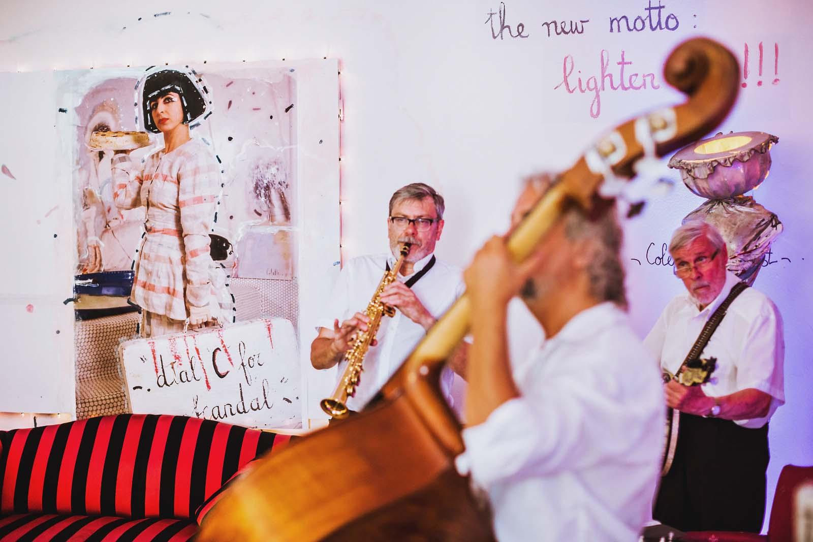 Musiker bei der Hochzeitsfeier im Loewenpalais Berlin Copyright by Hochzeitsfotograf www.berliner-hochzeitsfotografie.de