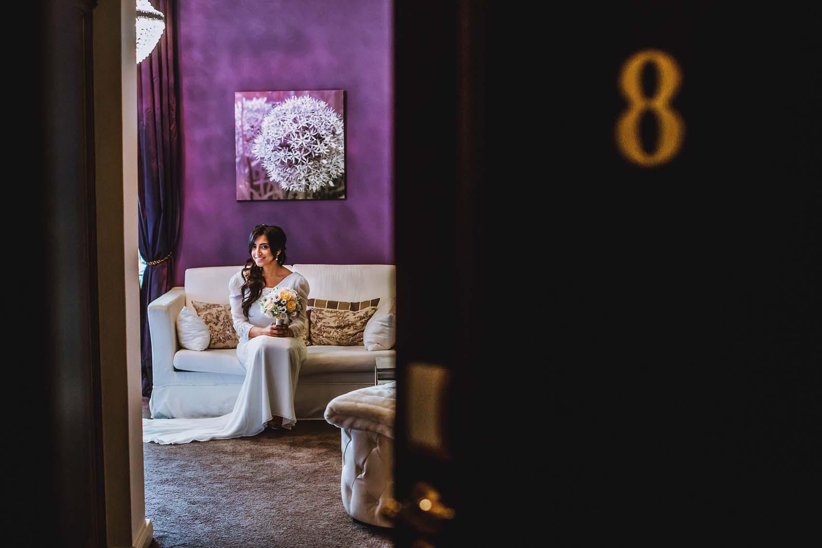 Detailfoto der Zimmernummer der Braut im Schloss Kartzow Hochzeit Copyright by Hochzeitsfotograf www.berliner-hochzeitsfotografie.de